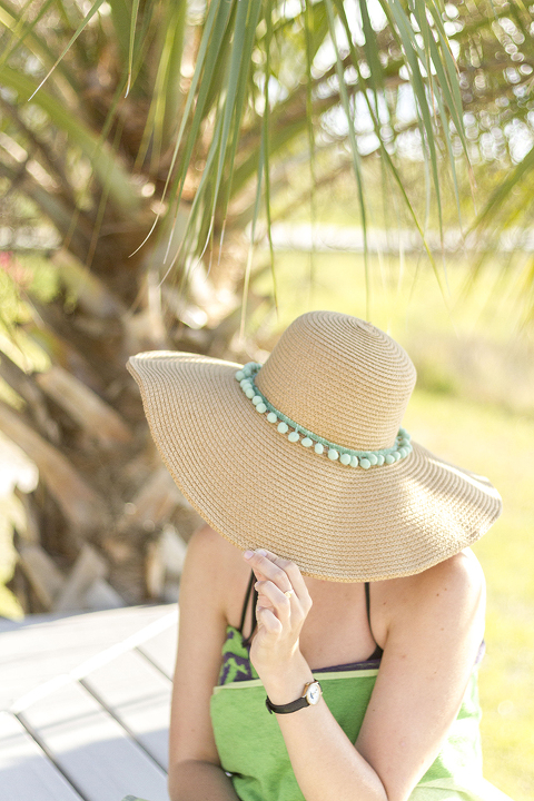 DIY Pom-Pom Beach Hat | Dream Green DIY + @ehow