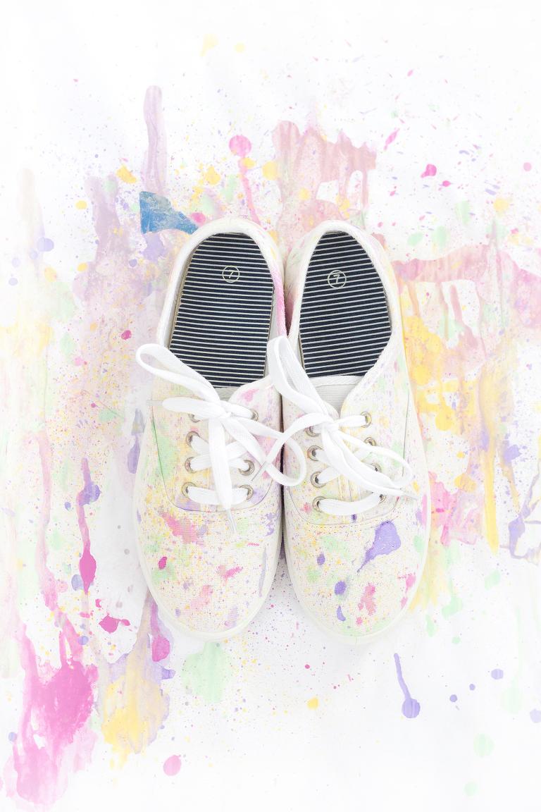 be763c6970a5de DIY Abstract Paint Splatter Shoes - Dream Green DIY