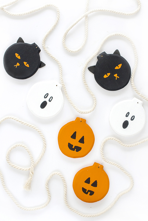 DIY Pumpkin, Ghost, Black Cat Halloween Garland | Dream Green DIY