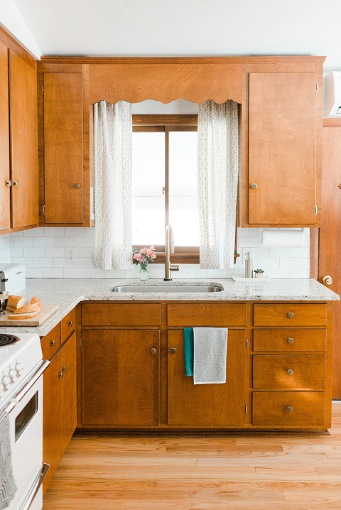 Budget Friendly Mid Century Kitchen Makeover | dreamgreendiy.com
