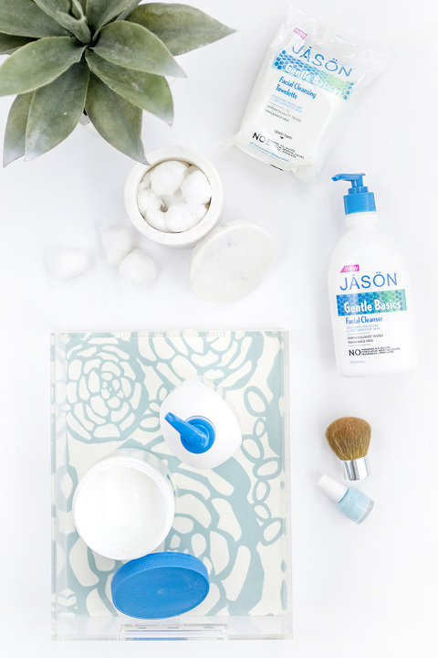 DIY Wallpaper Lined Beauty Tray Makeover | dreamgreendiy.com