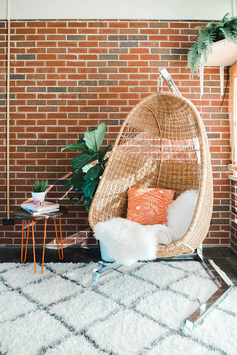 How To Properly Hang A Hanging Rattan Chair | dreamgreendiy.com + @ehow (Photo by @photopesce)
