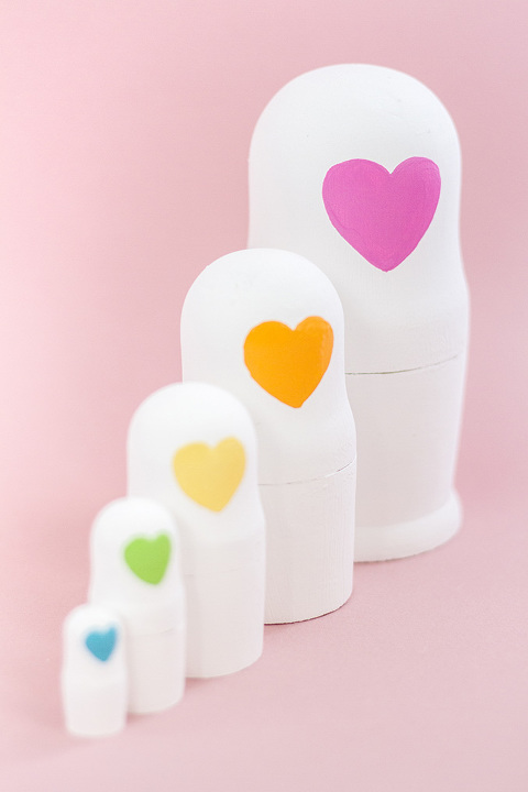 DIY Decorative Painted Heart Faced Nesting Dolls | dreamgreendiy.com