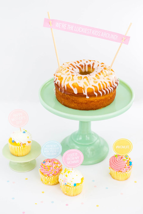 DIY Printable Mothers Day Cake Toppers | dreamgreendiy.com + @ehow