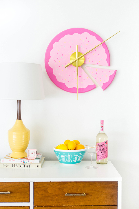 DIY Sliced Cake Wall Clock | dreamgreendiy.com