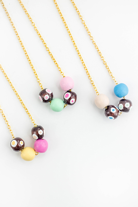 DIY Painted Wooden Bead Necklace | dreamgreendiy.com + @orientaltrading