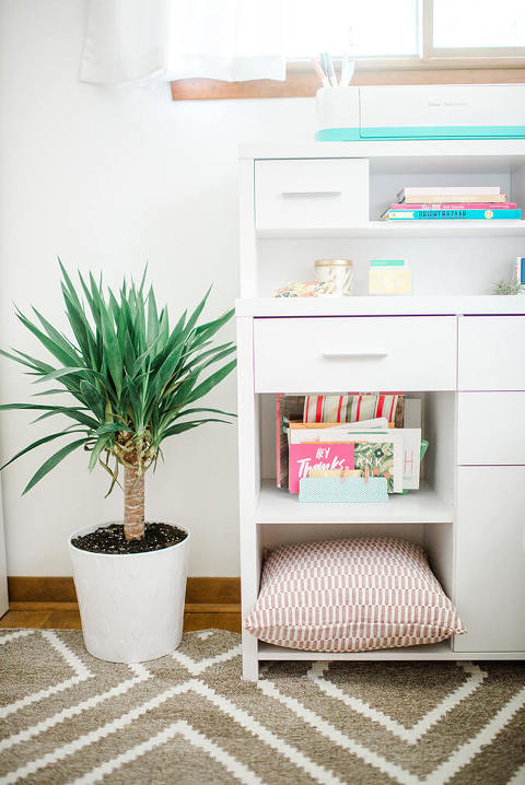 Tips For Organizing And Designing Your Dream Office | dreamgreendiy.com + @glitterguide + @BHG
