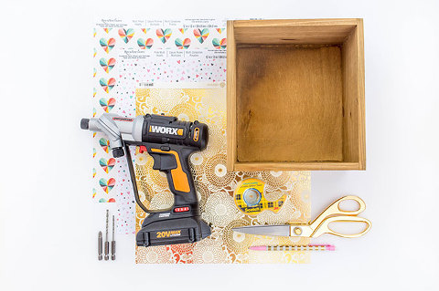 DIY Box Wall Shelf | dreamgreendiy.com + @worxtools
