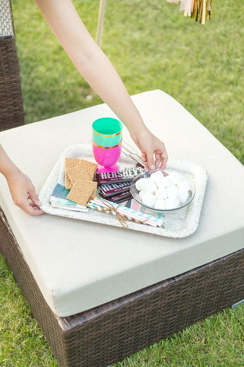 How To Style A Festive Fire Pit Party | dreamgreendiy.com + @duraflame