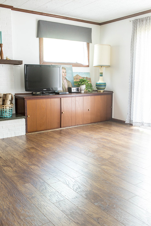 Before & After New Laminate Flooring | dreamgreendiy.com