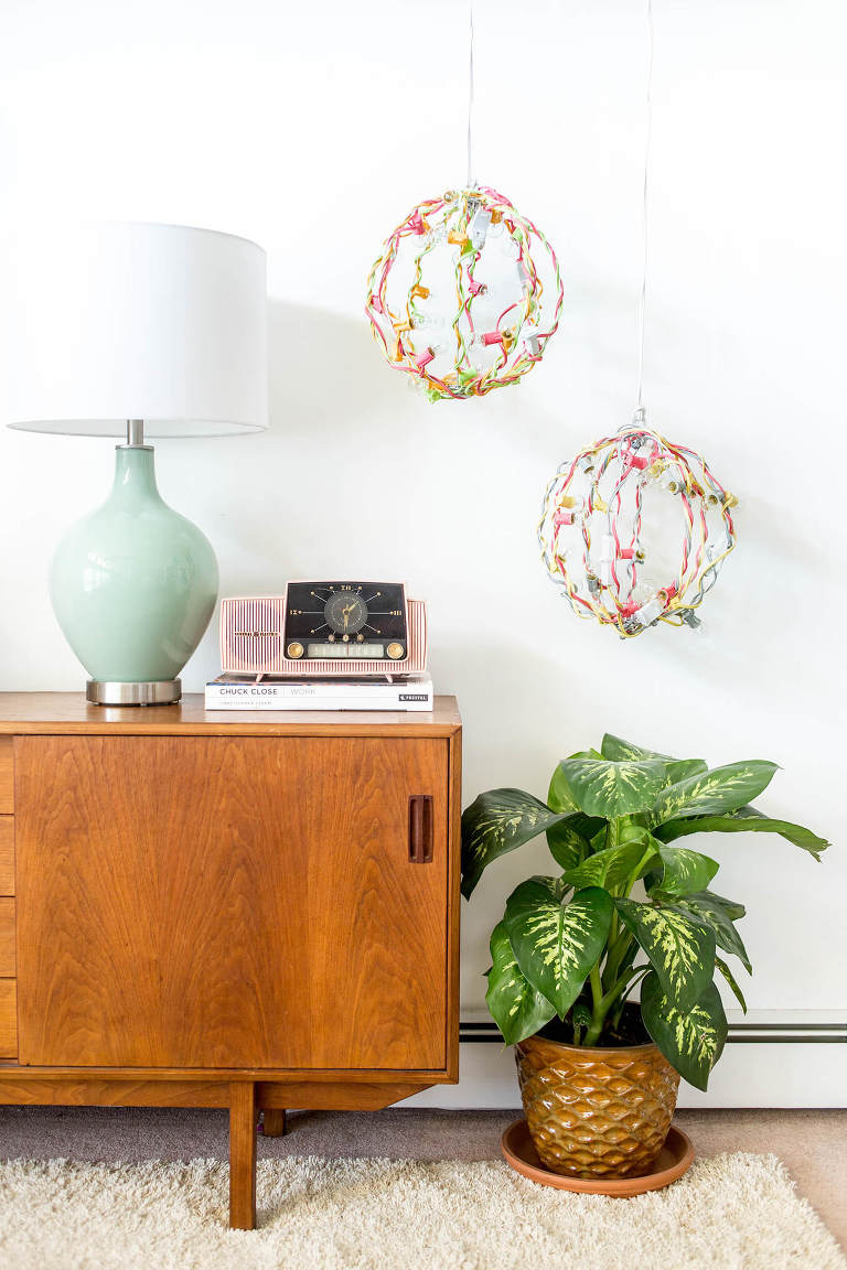 DIY Portable Industrial Color Pop Chandelier | dreamgreendiy.com + @lightsforall
