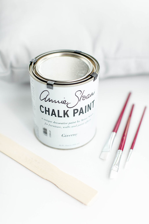 DIY Hand-Painted Chalk Paint Mud Cloth Pillow | dreamgreendiy.com + @unfolded_