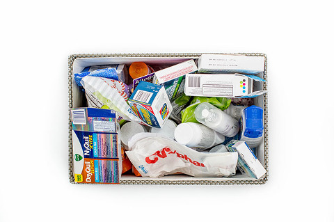 How To Make DIY Labeled Medicine Storage Drawers | dreamgreendiy.com