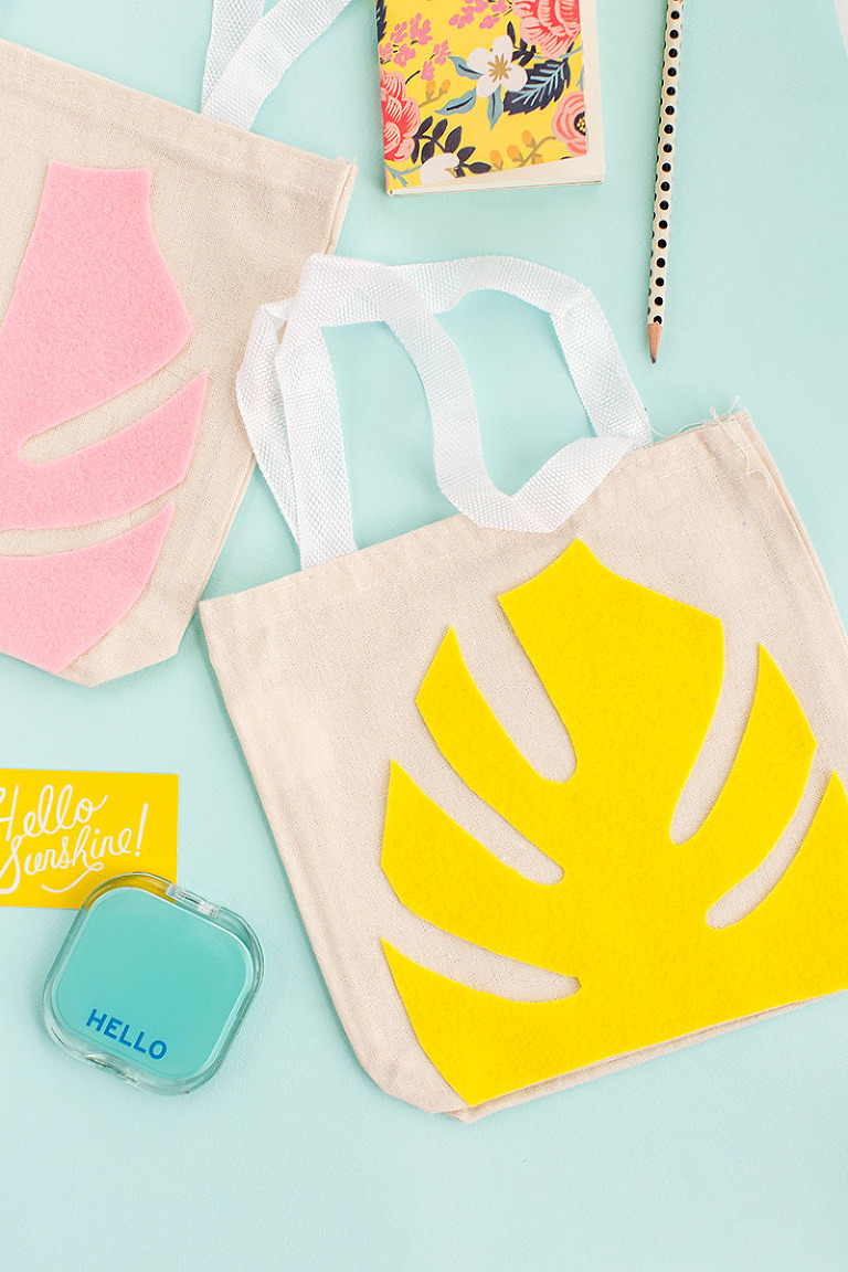 DIY Felt Monstera Leaf Canvas Tote + Printable | dreamgreendiy.com + @orientaltrading