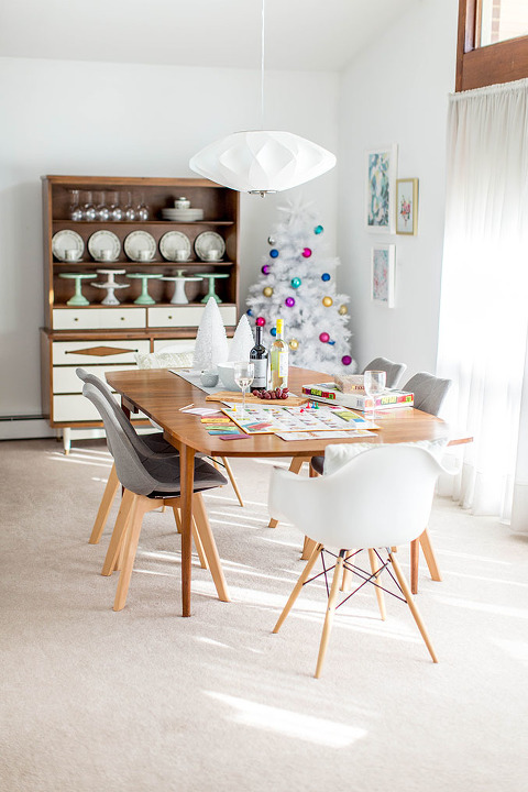 How To Host A Holiday Game Night Gathering | dreamgreendiy.com + @dhpfurniture