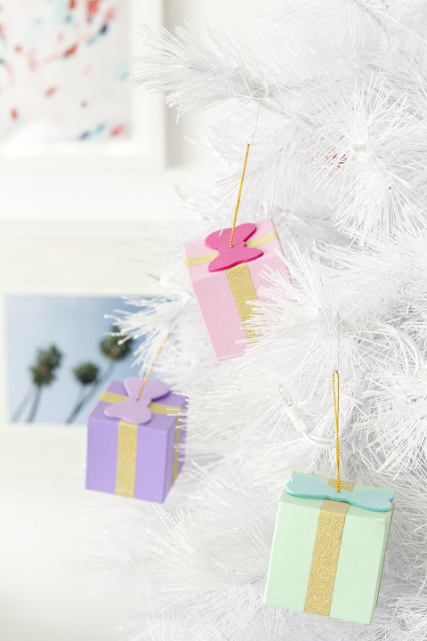 How To Make DIY Gift Box Ornaments | dreamgreendiy.com