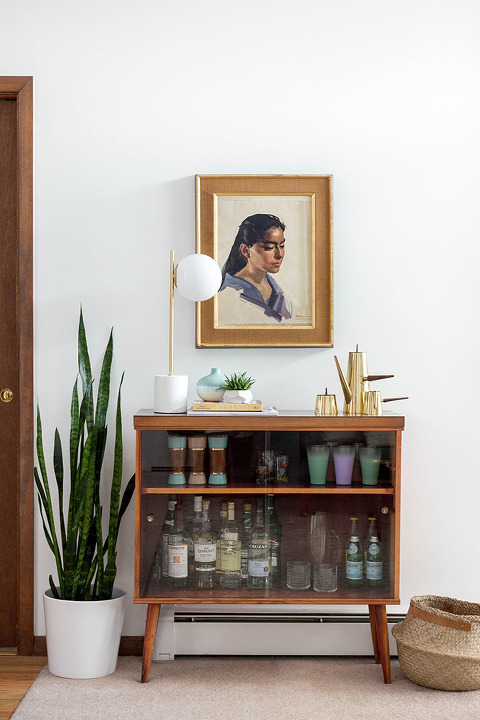 A Retro Bar Cabinet & Portrait | dreamgreendiy.com