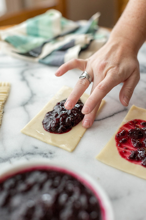 A Recipe For Homemade Mixed Berry Pop Tarts | dreamgreendiy.com