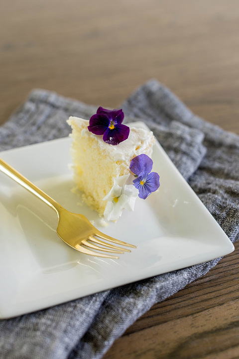 https://cdn.dreamgreendiy.com/wp-content/uploads/2017/06/05-42566-post/Naked-Edible-Flower-Cake-22(pp_w480_h720).jpg
