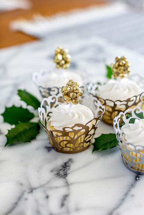 http://cdn.dreamgreendiy.com/wp-content/uploads/2017/06/28-43215-post/OTC-Christmas-Bell-Cupcake-Toppers-5-677(pp_w480_h719).jpg