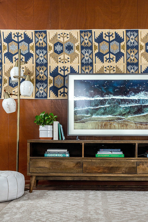 How To Make A TV Blend In With Your Decor | dreamgreendiy.com + samsung.com #ad