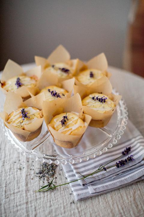 A Recipe For Lemon Lavender Muffins | dreamgreendiy.com
