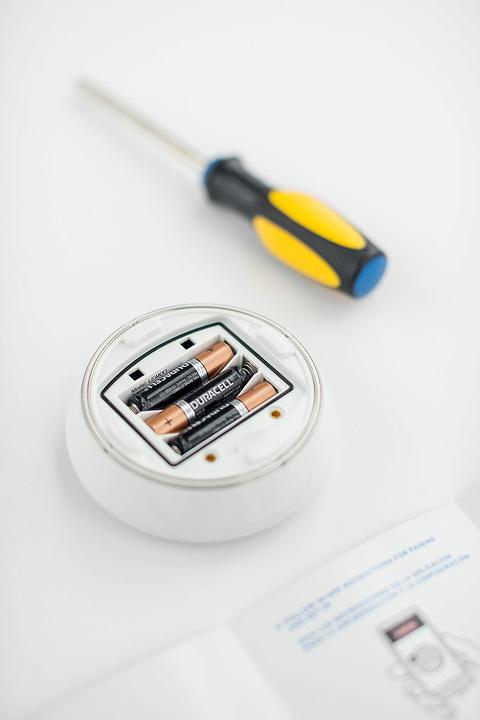 How To Set Up A Leak Detector In Your Home   dreamgreendiy.com + @deltafaucet #ad #DeltaLeakDetect