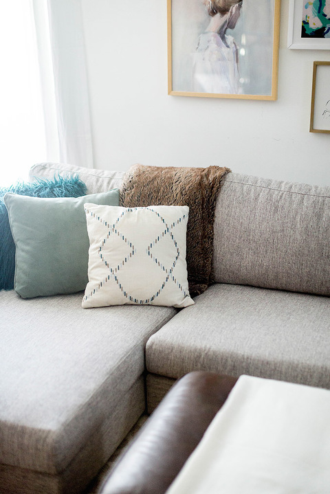 How To Style A Sectional Sofa | dreamgreendiy.com + @InteriorDefine