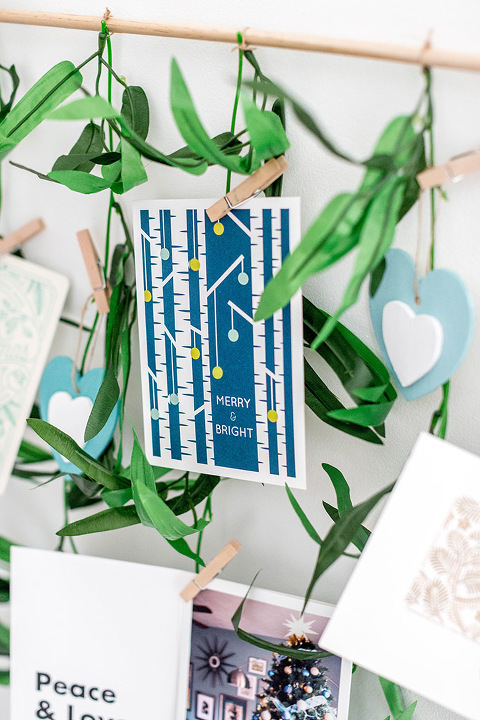 DIY Leafy Holiday Card Holder | dreamgreendiy.com + @orientaltrading