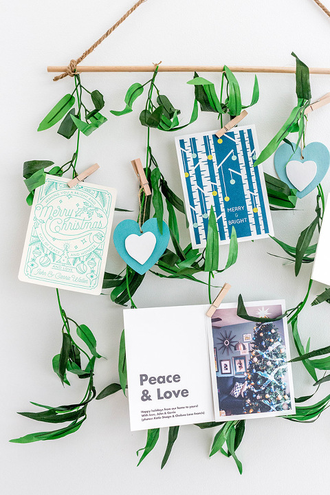 http://cdn.dreamgreendiy.com/wp-content/uploads/2017/12/05-44656-post/DIY-Leafy-Holiday-Card-Holder-13(pp_w480_h720).jpg