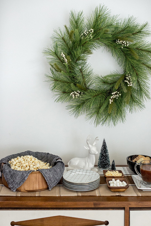 How To Style A Christmas Hot Chocolate Bar | dreamgreendiy.com + @tuesdaymorning #ad
