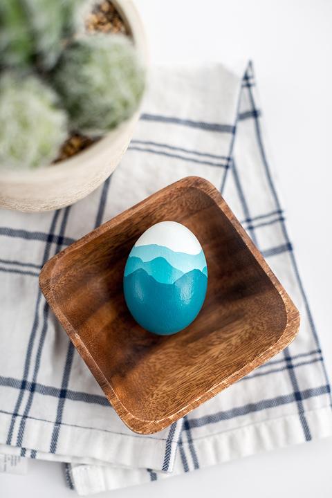 DIY Painted Blue Ridge Mountains Easter Egg | dreamgreendiy.com + @FoodNetwork