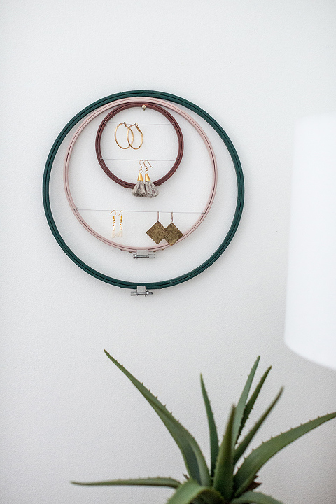 DIY Embroidery Hoop Earring Holder | dreamgreendiy.com + @orientaltrading