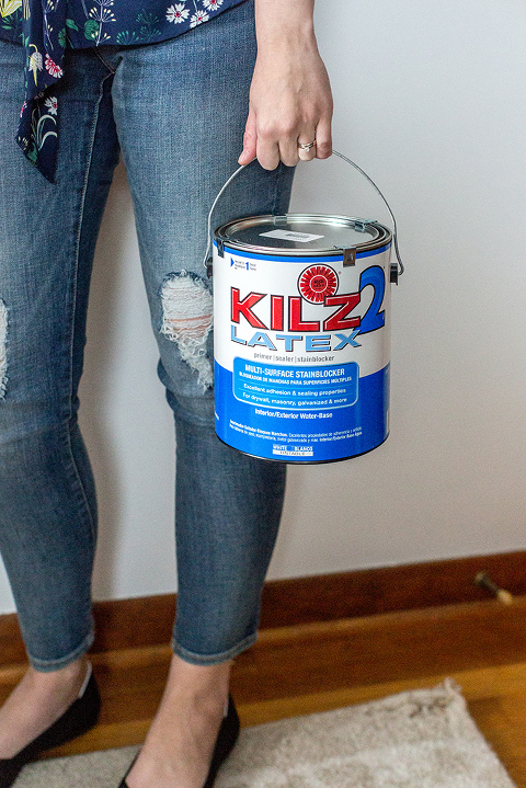 DIY Faux Mid-Century Paneling Using Paint | dreamgreendiy.com + @kilzbrand #ad