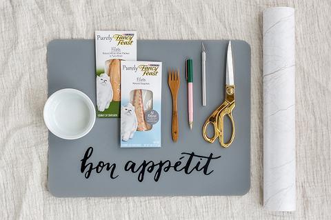 DIY Faux Marble Cat Food Bowl Mat   dreamgreendiy.com #FancyFeast #Ad #MyFancyCat