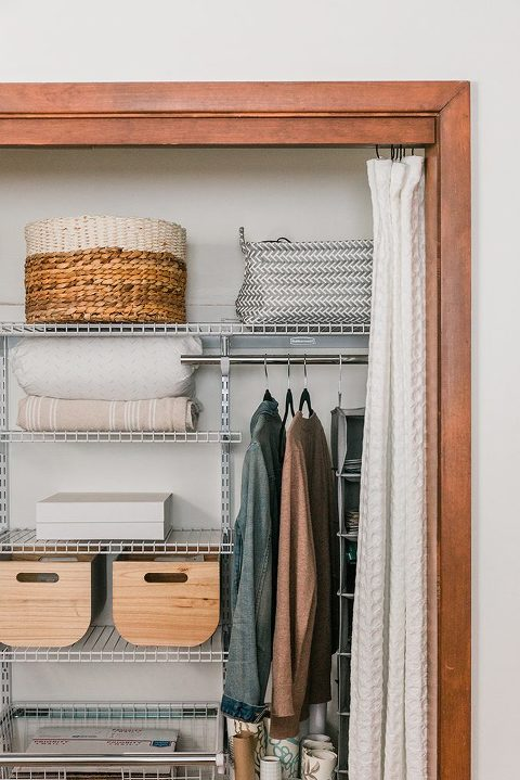 How To Upgrade Your Guest Room Closet | dreamgreendiy.com + @Rubbermaid @Lowes #AD #FastTrackCloset
