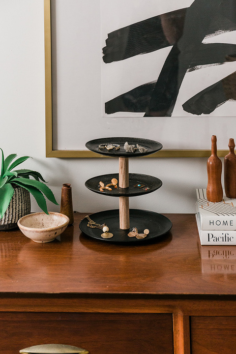 Turn Plates into DIY Jewelry Stands