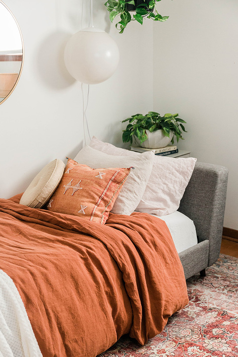 2 Different Ways To Style A Daybed