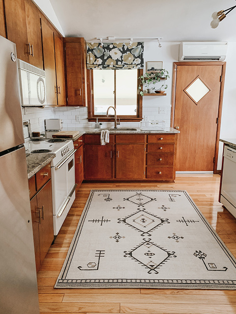 Our New (Washable!) Kitchen Rug | dreamgreendiy.com + @ruggable #ruggablepartner