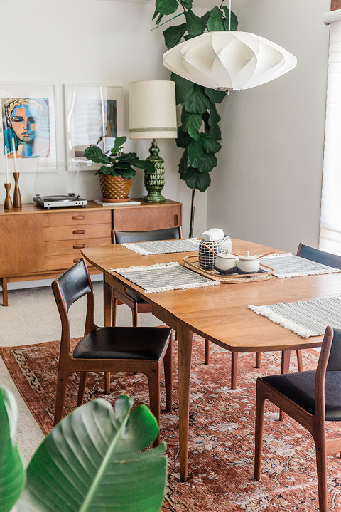 Mid-century dining room décor